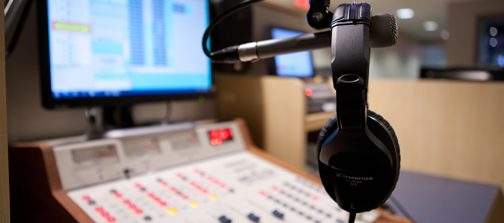 LEARFIELD IMG COLLEGE RECOGNIZES BROADCASTERS HONORED BY NSMA